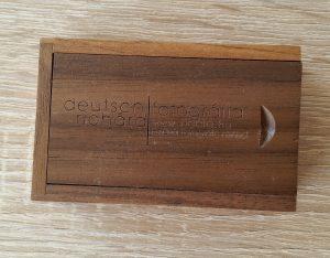 fa gravírozott pendrive,2