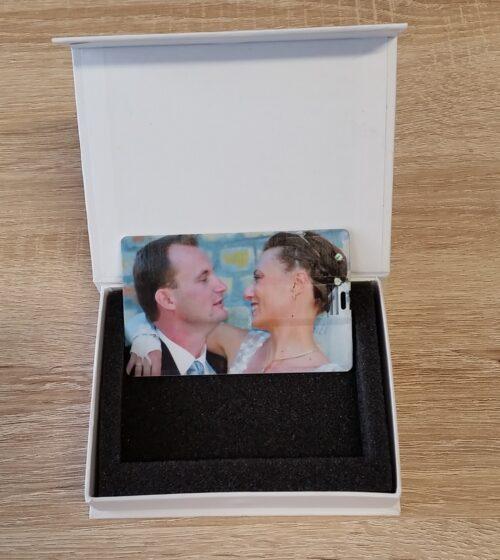 Kártya pendrive díszdobozzal